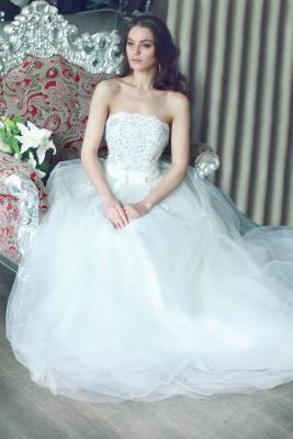 Kobieta w sukni balowej 5